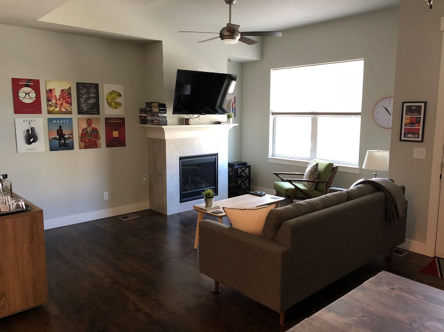 """Spacious living room with 50"""" TV (full cable, Netflix & Blu Ray), comfortable seating and a bar to unwind with a drink!"""