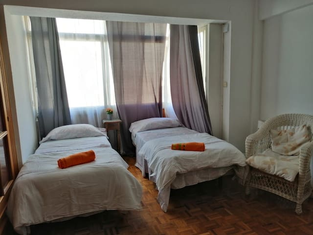 ROOM WITH 2 BEDS, CENTER, TRAIN STATION!