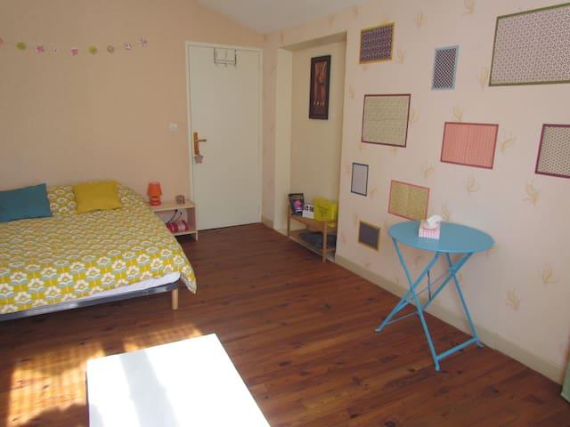 Chambre avec salle de bain privative + jardin - Matougues - Hus