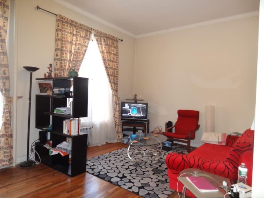 Sunny 13 ft Living room