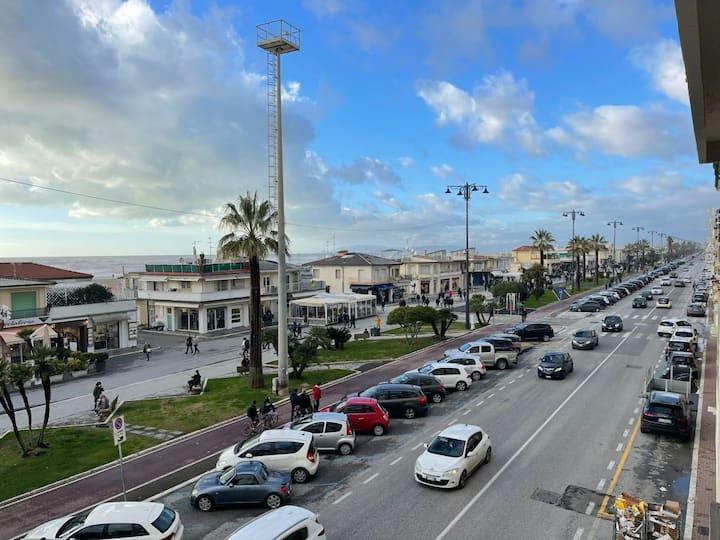 Appartamento fronte mare con parcheggio privato