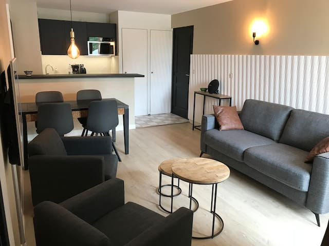 Apartment with pool and tennis court (5 people)
