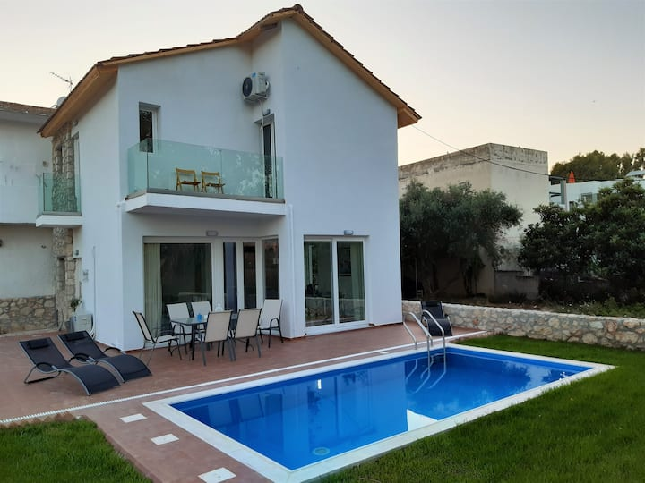 Villa  ANASTASIA with pool near the beach