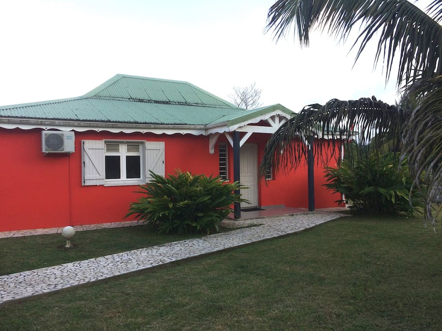 la villa vue de l'entrée