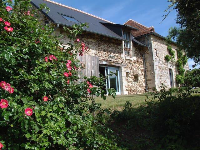 Ravissante maison  entièrement restaurée - Coussay-les-Bois - Casa de vacances