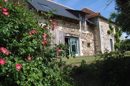 Ravissante maison  entièrement restaurée - Coussay-les-Bois - 度假屋