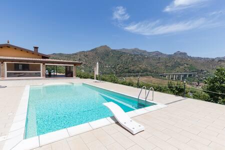 Villa con vista mare ed etna - Chianchitta-trappitello