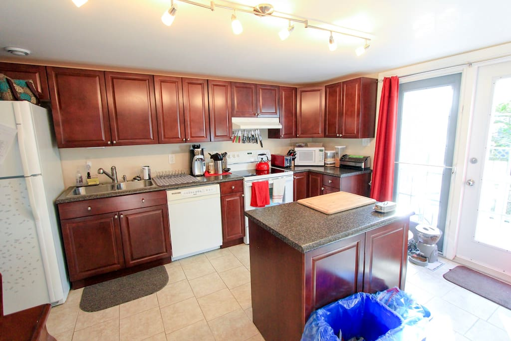 Full kitchen with plenty of available fridge space