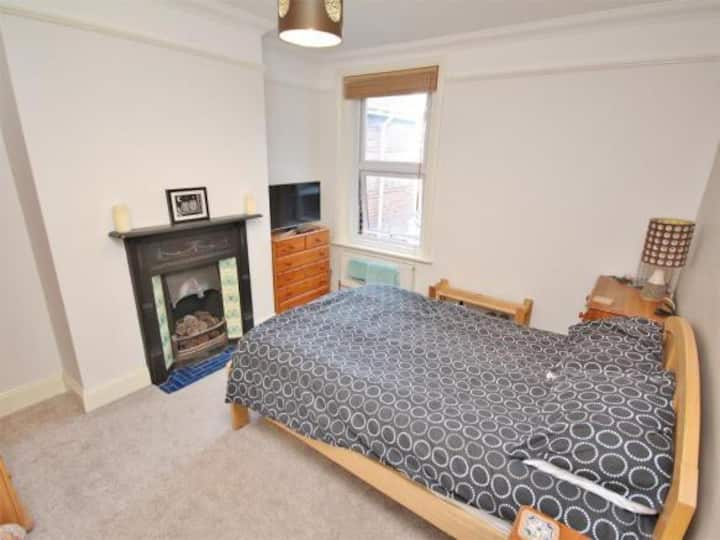 room to let next to poole hospital
