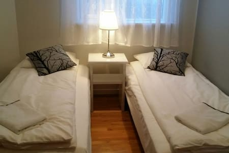 Efra-Sel - room #1 (2 single beds) - Flúðir - 家庭式旅館