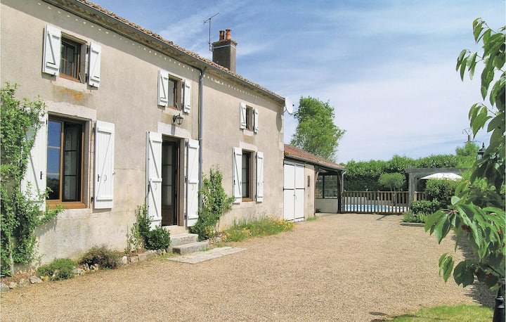 Holiday cottage with 3 bedrooms on 128m² in La Boissiere-en-Gatine
