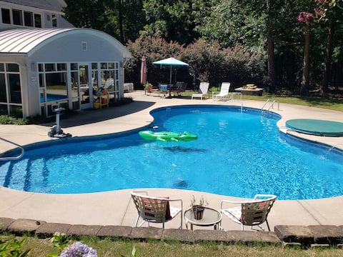 Mudanças no Latitudes Pool & Apartment Raleigh NC.