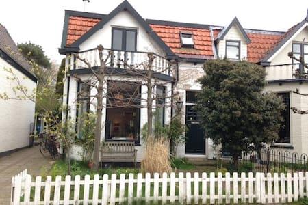 Mooi huis in Muiderberg bij IJmeer - Muiderberg