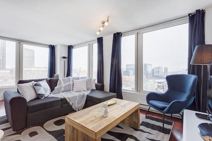(☆) Corner 2BR Apartment With Stunning View (♥)