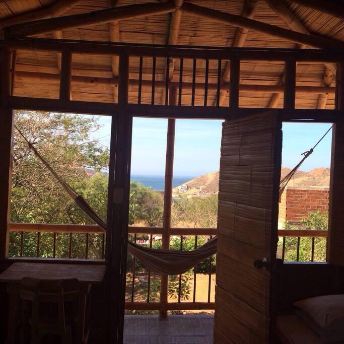 Vista desde adentro de la cabaña hermoso
