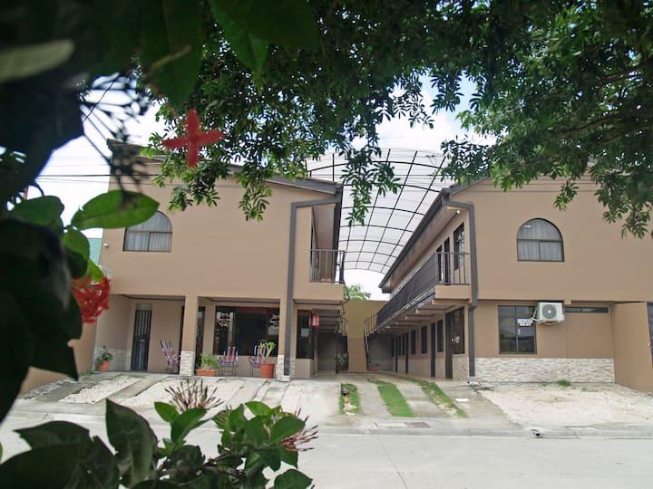 tranquilo y cerca del aeropuerto de liberia
