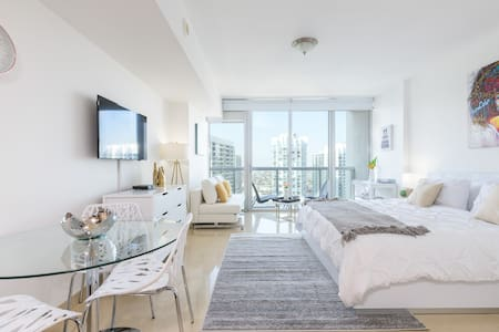 Spacious Waterfront Luxury Studio at IconBrickell