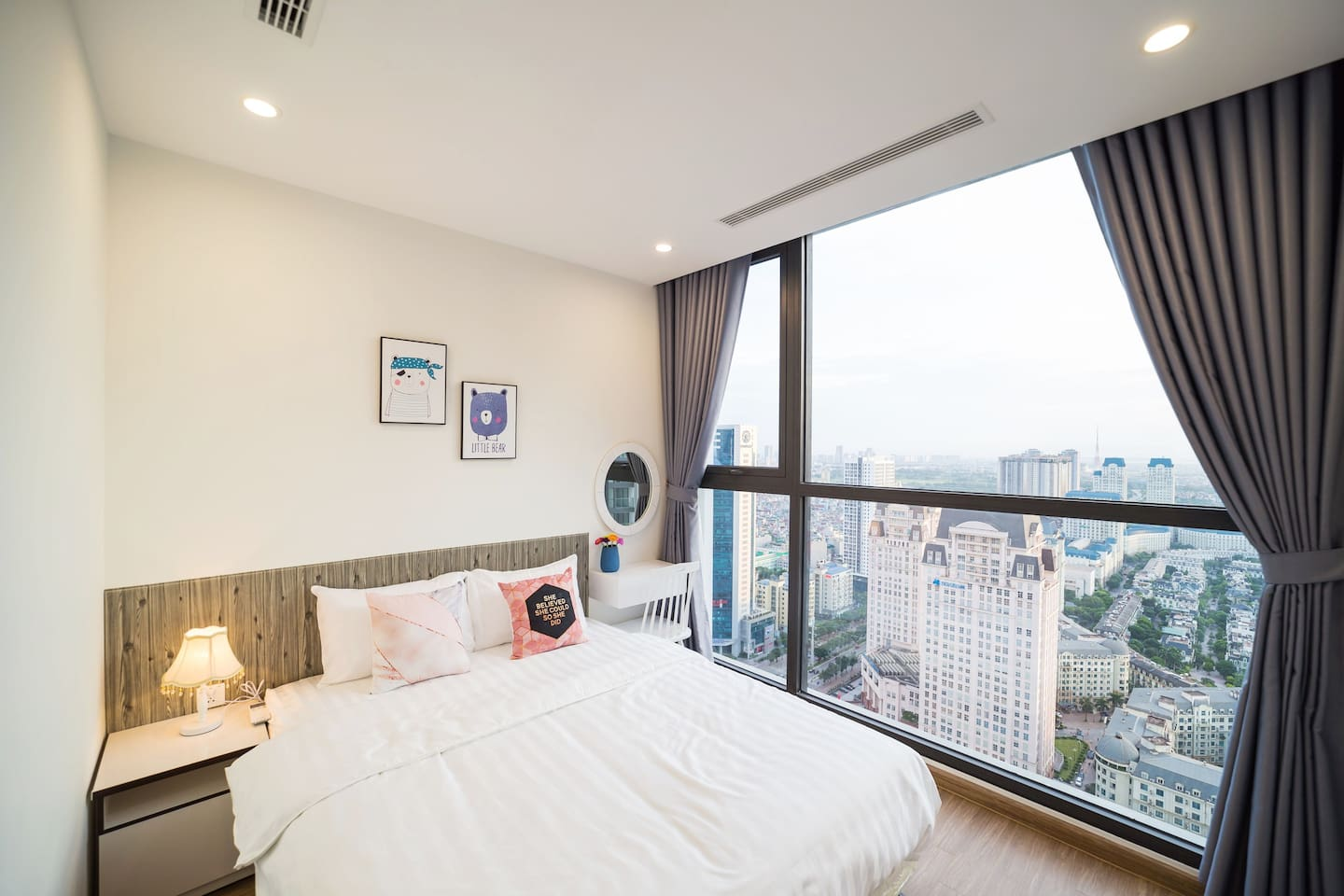 This main bedroom has an outstanding view from 35th floor. From here, you can see the whole picture of the city.