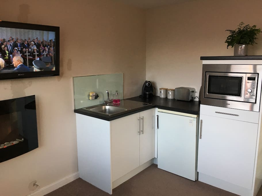Kitchenette with tea and coffee plus microwave.