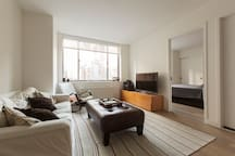 Master Suite w/ Private Bath in Financial District
