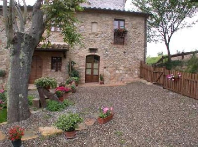 Country house with private garden & panoramic view