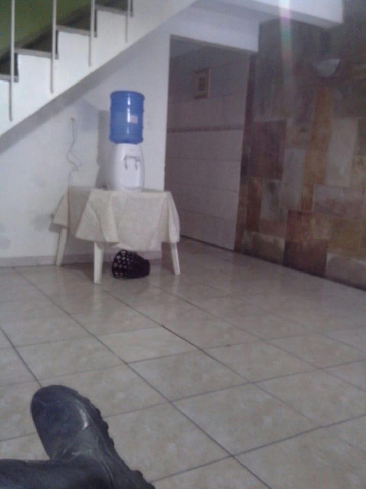 Quarto duplo c banheiro compartilhado