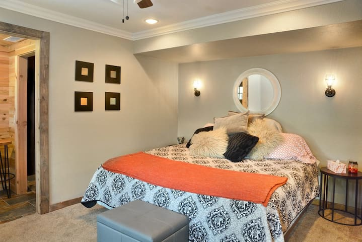 Sauna Suite bedroom