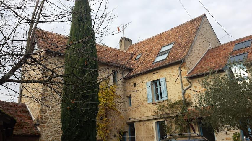 Petite chambre en haut de la tour - Gif-sur-Yvette - บ้าน