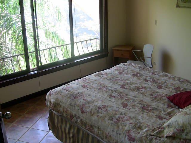 Sunrise Room Queen Bed