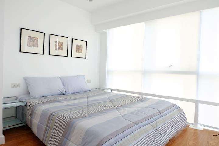 Modern 2 Bedroom Bi-level Condo at BGC