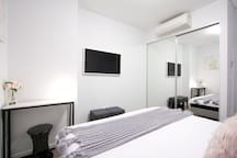 Private Bedroom - Air Conditioning, 43 inch Smart TV with Netflix, Mirrored wardrobe.