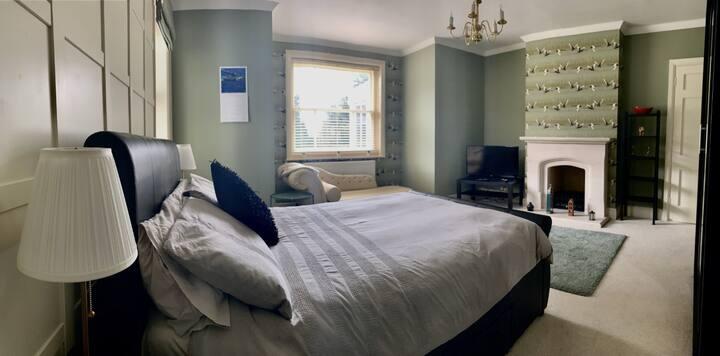 Apple House - The 'Green Room' - Near Silverstone