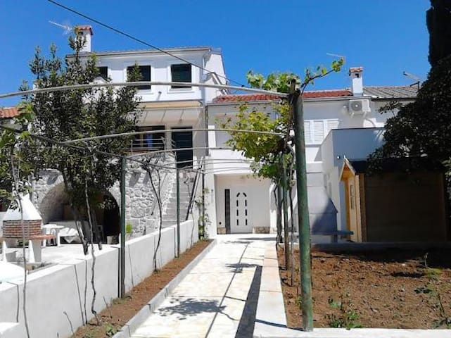 Holiday house Ivanka in Punat / 2 apartments