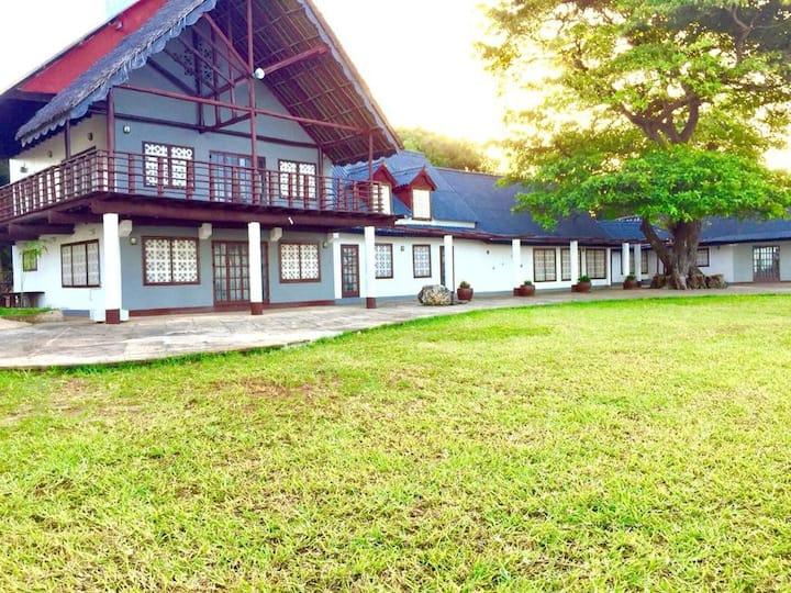 Bahari Beach Castle Lodge (Entire house 5 rooms)