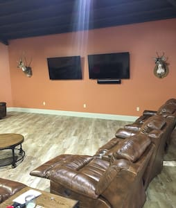 ManCave for use!! - Thibodaux - Dom