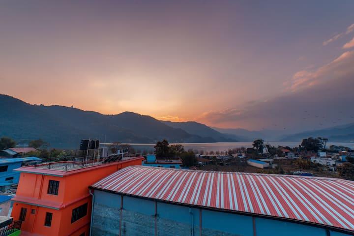 Lakeside rooftop paradise