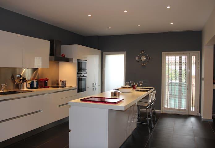 Maison avec 2 appartements pour séjour familiale - St-Laurent-du-Var - Flat