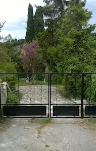 Gîte au calme proche Tricastin - Bourg-Saint-Andéol - Dům
