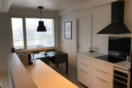 Fresh apartment next to tram stop - free parking!