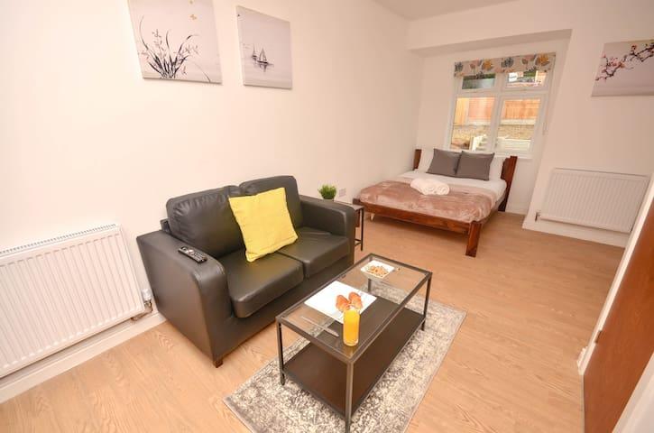 Bright Apartment Near University Of Birmingham