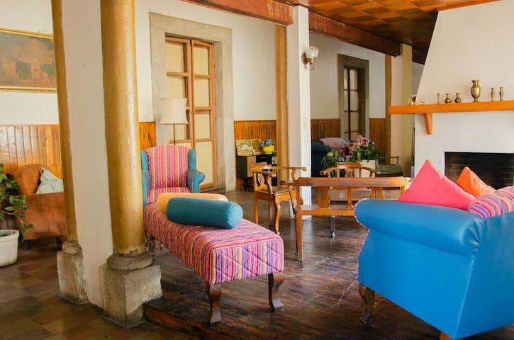Close CentralPark, cozy private room,historicHouse