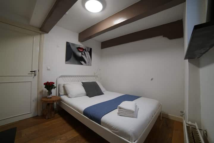 Adri private small room