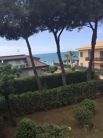Villa a 10 metri dal mare - フォルミア - 別荘