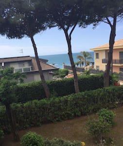 Villa a 10 metri dal mare - Formia - Villa