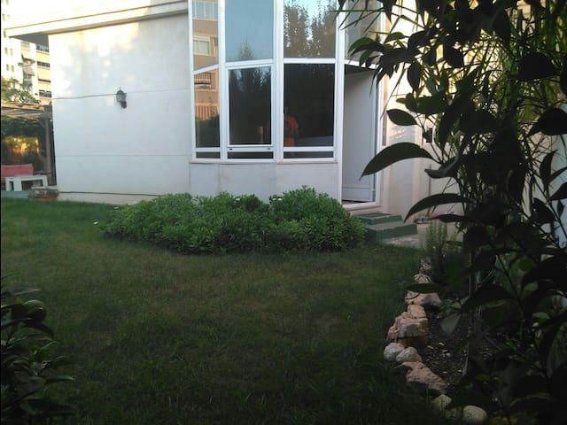 Imagen del Jardin privado de la vivienda, solo uso exclusivo de los huespedes.
