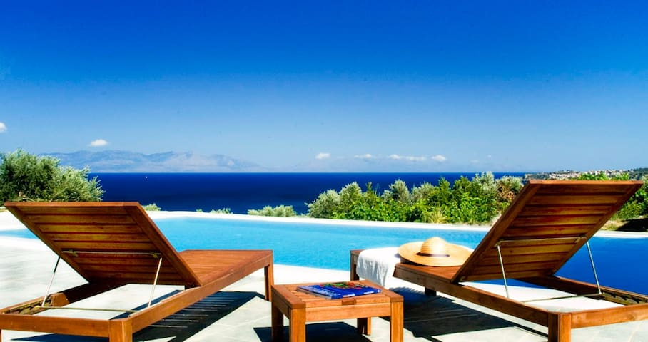 Icon Painter's Villa Zaga, with pool and sea view by JJ Hospitality