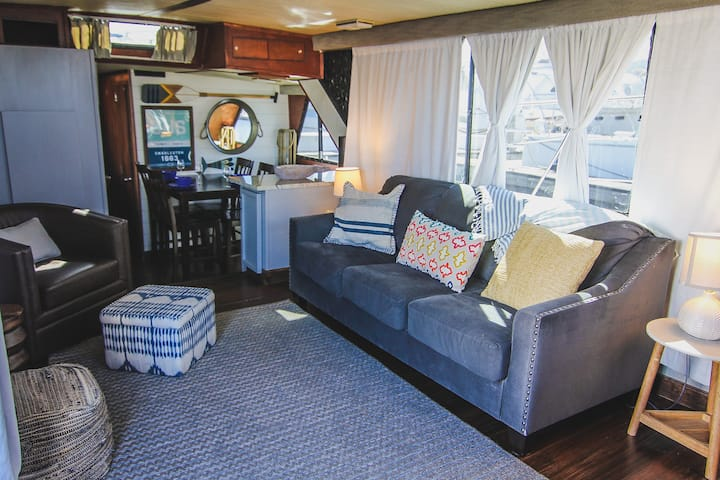 Spacious 51' Yacht Downtown! Remodeled in 2019!