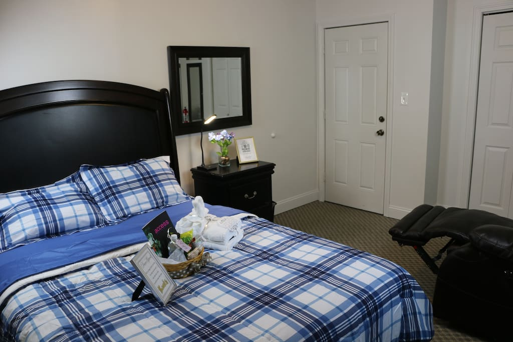 Fully Furnished Queen Bed Master Bedroom Apartments For Rent In Worcester Massachusetts