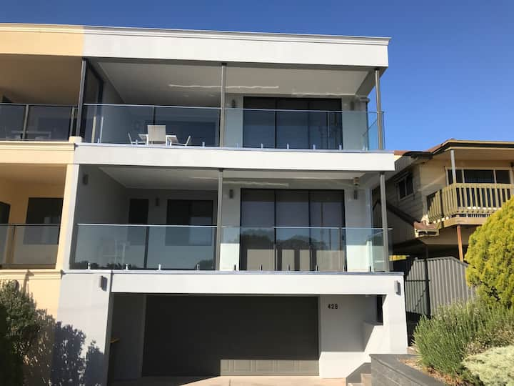 Lighthouse Port Hughes - Beachfront Townhouse