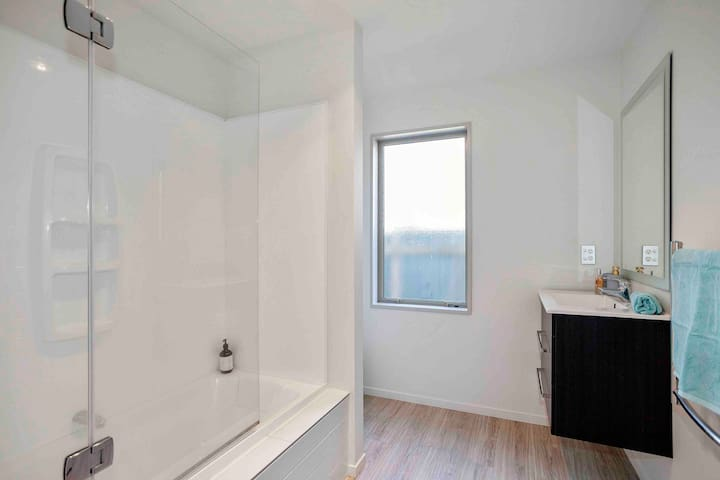 Full bathroom with washing machine for guest to use